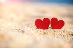 symbole romantique de deux coeurs Photos stock
