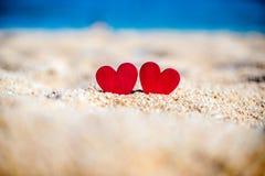 symbole romantique de deux coeurs Image stock
