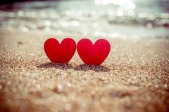 symbole romantique de deux coeurs Photos libres de droits
