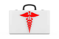 Symbole rouge de caducée devant des premiers secours Kit Case rendu 3d Photos libres de droits