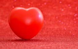 Symbole rouge de coeur pour l'amour et le jour de valentines heureux Photographie stock libre de droits