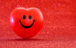 Symbole rouge de coeur pour l'amour et le jour de valentines heureux Photo stock
