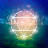 Symbole sacré de la géométrie sur le fond brouillé de photo Mathématiques et spiritualité en nature Photo libre de droits