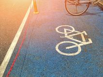 Symbole se garant de bicyclette sur le plancher photo libre de droits