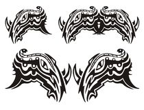 Symbole tribal de la tête de rhinocéros avec un serpent Photos libres de droits