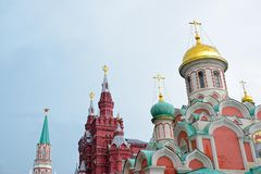 Symbole von Russland und von UDSSR: roter Stern, zwei-köpfige Adler, christliche Kreuze Stockfotos