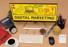 Symboler för Digital marknadsföringsteckning på kontorstabelldatoren Royaltyfria Bilder