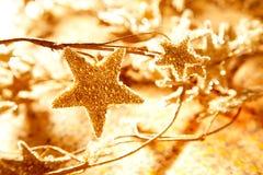 symboler för stjärnor för filialjul guld- Arkivbild