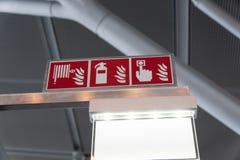 Symboler med brandsläckare, brandslangen och tangent för brandlarm royaltyfri bild