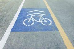 Symboler på cykeln på vägen Arkivbilder