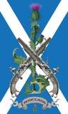 Symbolerna av Skottland Skotska tistlar och två korsade den skotska flintlockpistolen i bakgrunden av flaggan av Skottland stock illustrationer