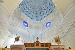 Symbolerna på kupolen av kapellet av den heliga Treenighet i Gatch arkivfoton