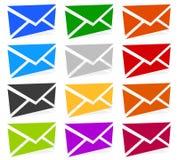 Symboles d'enveloppe dans 12 couleurs comme contact, appui, icônes d'email, Image libre de droits