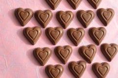 Symboles de jour de valentines de chocolat de forme de coeur de l'amour Images stock
