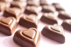 Symboles de jour de valentines de chocolat de forme de coeur de l'amour Image stock