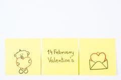 Symboles de jour de valentines dessinés sur le papier, symbole de l'amour, l'espace de copie pour le texte Photographie stock