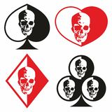 Symboles des cartes de jeu avec l'image d'un crâne humain illustration libre de droits