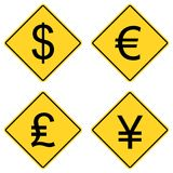 Symboles monétaires sur des signes de route Images stock
