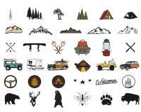 Symboles tirés par la main d'aventure de vintage, augmentant, formes campantes de sac à dos, animaux sauvages, canoë, voiture de  illustration de vecteur