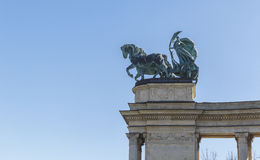Symbolfiguren an der Spitze der Kolonnade Stockbilder