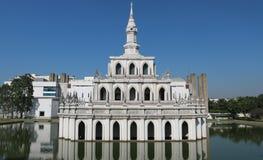 Symboliczny budynek Sukhothai Thammathirat otwarty uniwersytet zdjęcie royalty free