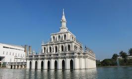 Symboliczny budynek Sukhothai Thammathirat otwarty uniwersytet obrazy stock