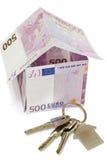 Symbolisch huis van rekeningen en de sleutels Royalty-vrije Stock Fotografie