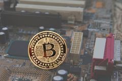 Symbolische typemuntstukken met bitcoin Royalty-vrije Stock Afbeelding