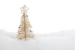 Symbolischer Weihnachtsbaum im Schnee Lizenzfreies Stockbild