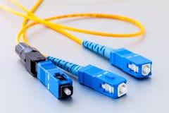 Symbolisches Foto der Faseroptik-Verbindungsstücke für schnelles Internet Lizenzfreies Stockbild