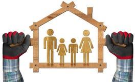 Symbolisches Haus mit einer Familie Stockbild