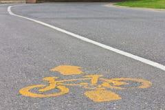 Symboliseer gele fiets stock foto's