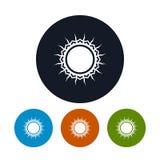 Symbolssol med strålar, vektorillustration Royaltyfri Bild