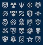 Symbolsuppsättning för militära symboler på marinblått Royaltyfri Bild