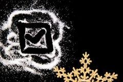 Symbolteckningen för den kontrollerande fläcken vid fingret på vit saltar pulver på svart bakgrund arkivfoton