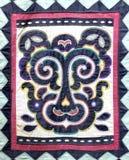 Symbolu ornament na gładkiej tkaninie w białych i błękita kolorach Tygrys obrazy royalty free