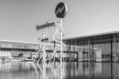 Symbool bij de ingang van de handelsbeurs van Milaan, Italië Stock Foto's