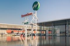 Symbool bij de ingang van de handelsbeurs van Milaan, Italië Stock Foto