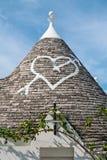 Symbool in het kegeldak van Trullo in Alberobello, Apulia, Ita Royalty-vrije Stock Afbeeldingen