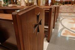 Symbool op zetel in kerk stock afbeelding