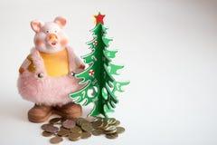 Symbool van het jaar volgens de Chinese horoscoop bij de Kerstboom stock afbeeldingen
