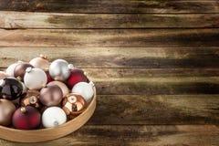 Symbool van Kerstmis en seizoengebonden vakantie over hout, exemplaarruimte Stock Afbeelding