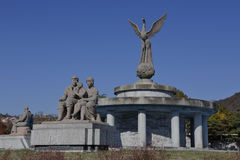 Symbool van vrede - de openbare kunsteigenschappen koppelen aan één kind en liefde, Seoel Zuid-Korea NOVEMBER 2013 Royalty-vrije Stock Foto
