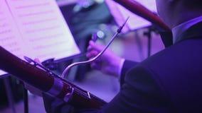 Symfonieorkest tijdens prestaties stock video