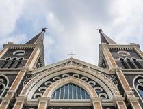 Symmetri av kyrkan Arkivfoto