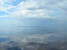 Symmetrie auf dem Amazonas Stockfotos