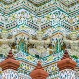 Symmetriedetail van hoofdpagode in Wat Arun Royalty-vrije Stock Afbeeldingen
