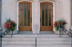 Symmetrische Eingangstüren Stockbild