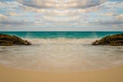Symmetrische Strandgolven - Landschap royalty-vrije stock afbeelding
