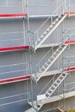 symmetrisk konstruktionsmaterial till byggnadsställning Arkivfoto
